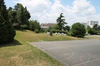 Terrain de sport extérieur