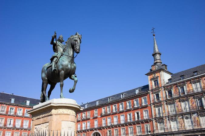 statue-of-king-philip-iii-at-plaza-mayor-artur-bogacki
